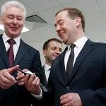 Новости / Медведеву показали браслет для сна и пообещали квантовый компьютер
