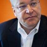 Новости / Стивен Элоп отказал Nokia в снижении своего 25-миллионного бонуса из-за развода