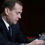 Новости / Дмитрию Медведеву YotaPhone подарили, Николай Никифоров его купит