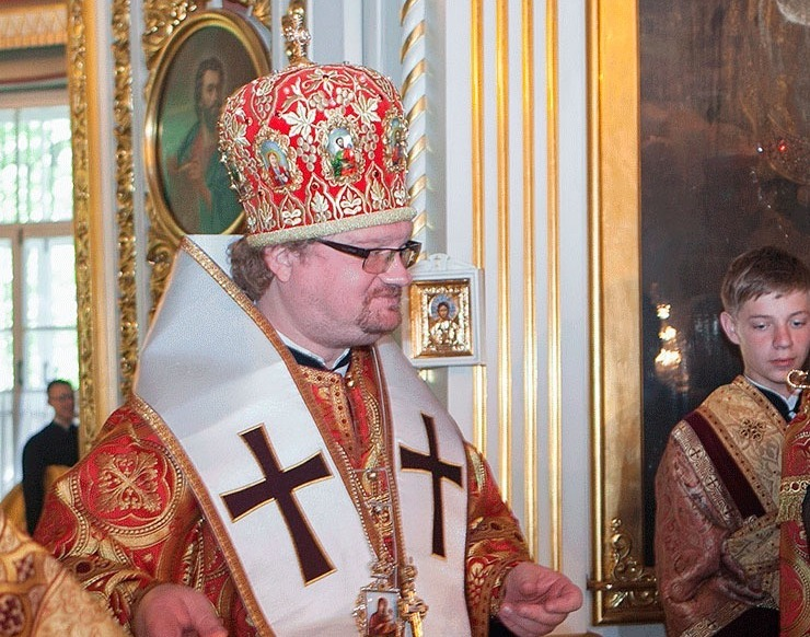 Сколько будут стоить православные чехлы в России?